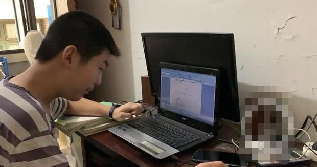 Cuộc đời đáng thương của thần đồng 15 tuổi đạt 667/700 điểm Gaokao: Ba mẹ ly hôn từ nhỏ, 2 tuổi đã biết học Tiếng Anh, 5 tuổi vào lớp hai - Ảnh 2.
