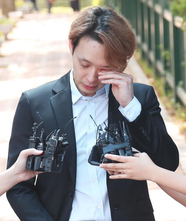Vừa mếu máo khóc tại tòa, nay Park Yoochun đã nhận cơn mưa gạch đá vì lật mặt nhanh hơn bánh tráng - Ảnh 3.