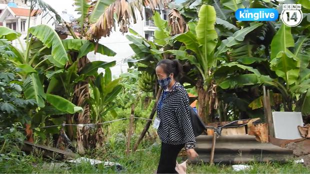 Clip: Nhiều khu vực trung tâm Hà Nội bốc mùi hôi nồng nặc sau 4 ngày dân chặn xe vào bãi rác Nam Sơn - Ảnh 4.
