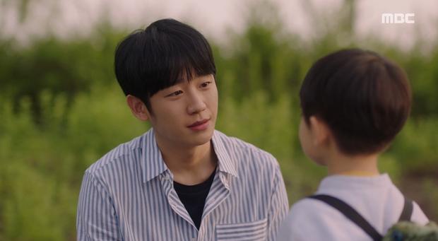 Hậu dằn mặt tình cũ, Han Ji Min chớp thời cơ cầu hôn luôn phi công Jung Hae In trong Đêm Xuân tập 13 - Ảnh 2.