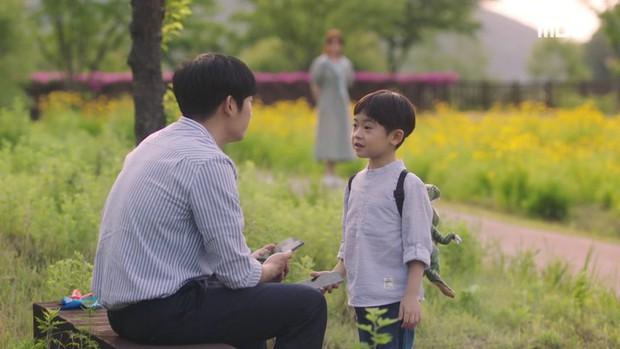 Hậu dằn mặt tình cũ, Han Ji Min chớp thời cơ cầu hôn luôn phi công Jung Hae In trong Đêm Xuân tập 13 - Ảnh 3.