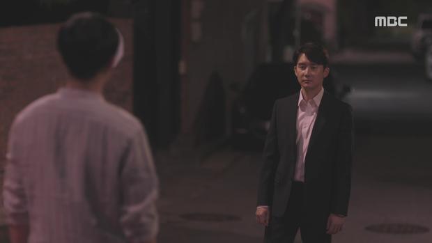 Hậu dằn mặt tình cũ, Han Ji Min chớp thời cơ cầu hôn luôn phi công Jung Hae In trong Đêm Xuân tập 13 - Ảnh 11.