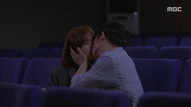 Hậu dằn mặt tình cũ, Han Ji Min chớp thời cơ cầu hôn luôn phi công Jung Hae In trong Đêm Xuân tập 13 - Ảnh 7.