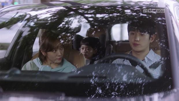 Hậu dằn mặt tình cũ, Han Ji Min chớp thời cơ cầu hôn luôn phi công Jung Hae In trong Đêm Xuân tập 13 - Ảnh 15.