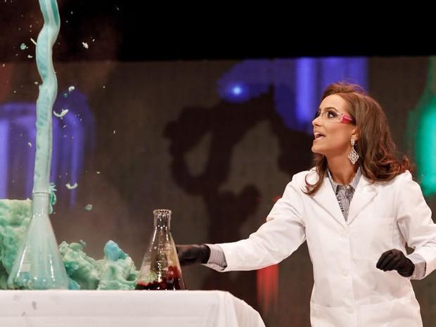 Dược sĩ 24 tuổi giành danh hiệu hoa hậu Virginia nhờ thực hiện thí nghiệm hóa học trong phần thi tài năng - Ảnh 1.