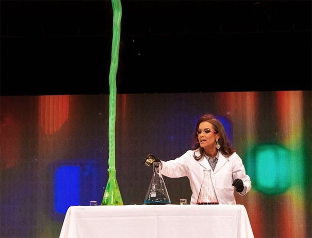 Dược sĩ 24 tuổi giành danh hiệu hoa hậu Virginia nhờ thực hiện thí nghiệm hóa học trong phần thi tài năng - Ảnh 2.