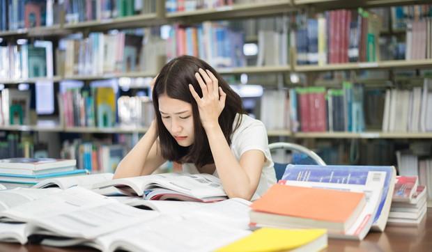 Học sinh rối loạn lo âu từ mẫu giáo, tự tử vì áp lực xuất sắc là cái giá mà Singapore phải trả để đứng đầu BXH giáo dục thế giới - Ảnh 1.