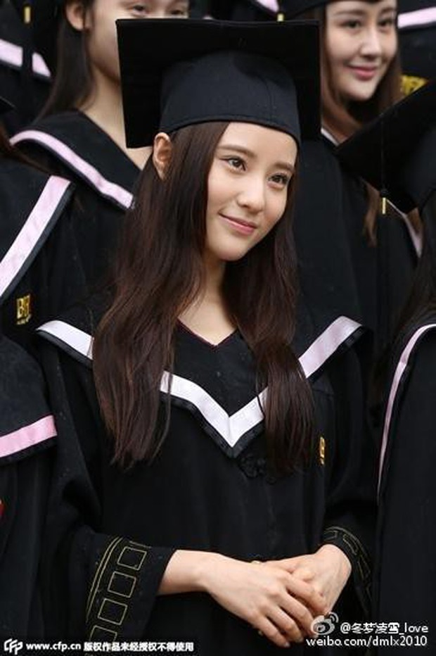 Phát sốt lễ tốt nghiệp lò đào tạo minh tinh nổi tiếng Trung Quốc: Hoa mắt toàn soái ca, mỹ nhân Cbiz được xin info - Ảnh 4.