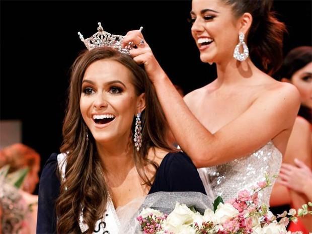 Dược sĩ 24 tuổi giành danh hiệu hoa hậu Virginia nhờ thực hiện thí nghiệm hóa học trong phần thi tài năng - Ảnh 4.