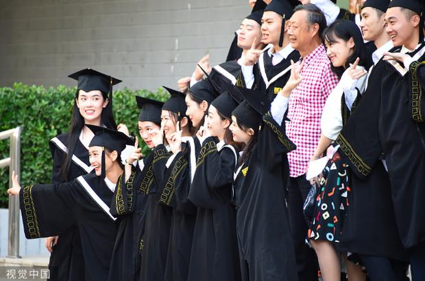 Phát sốt lễ tốt nghiệp lò đào tạo minh tinh nổi tiếng Trung Quốc: Hoa mắt toàn soái ca, mỹ nhân Cbiz được xin info - Ảnh 8.