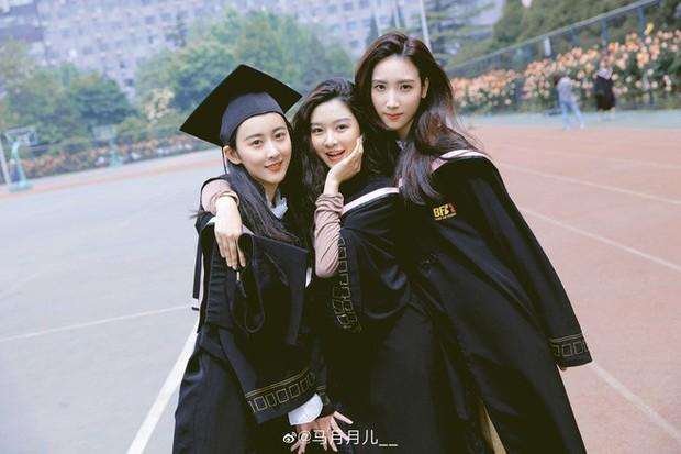 Phát sốt lễ tốt nghiệp lò đào tạo minh tinh nổi tiếng Trung Quốc: Hoa mắt toàn soái ca, mỹ nhân Cbiz được xin info - Ảnh 9.