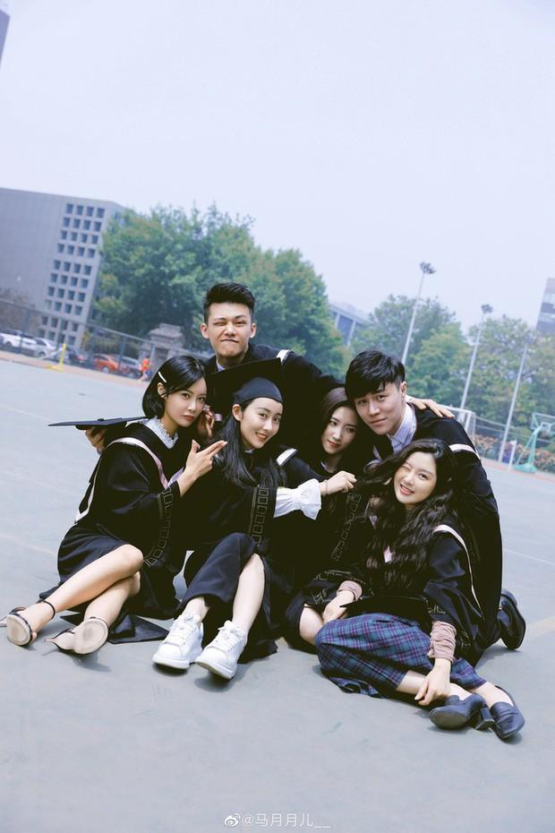 Phát sốt lễ tốt nghiệp lò đào tạo minh tinh nổi tiếng Trung Quốc: Hoa mắt toàn soái ca, mỹ nhân Cbiz được xin info - Ảnh 10.