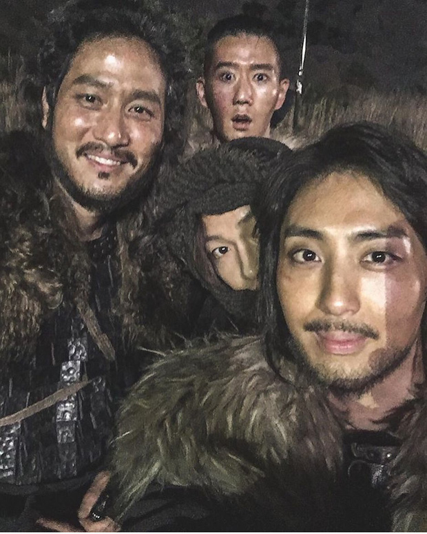 Náo loạn tin Song Joong Ki đăng ảnh vui vẻ lên Instagram 7 triệu follower giữa bão ly hôn, nhưng sự thật là gì? - Ảnh 2.