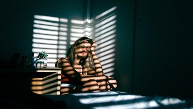 Nữ sinh 16 tuổi được chẩn đoán bị trầm cảm nặng, nguyên nhân xuất phát từ chính người cha - Ảnh 1.