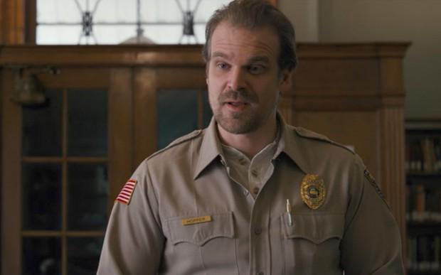 Cẩm nang chống lạc trôi khi xem Stranger Things mùa 3 cho tân binh - Ảnh 19.