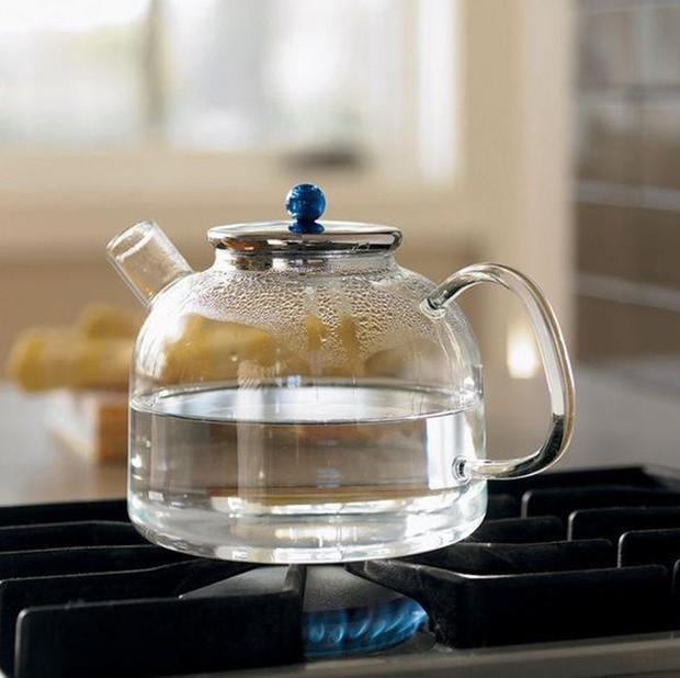4 loại nước không nên uống ngay sau khi thức dậy kẻo gây hại sức khỏe nghiêm trọng - Ảnh 4.
