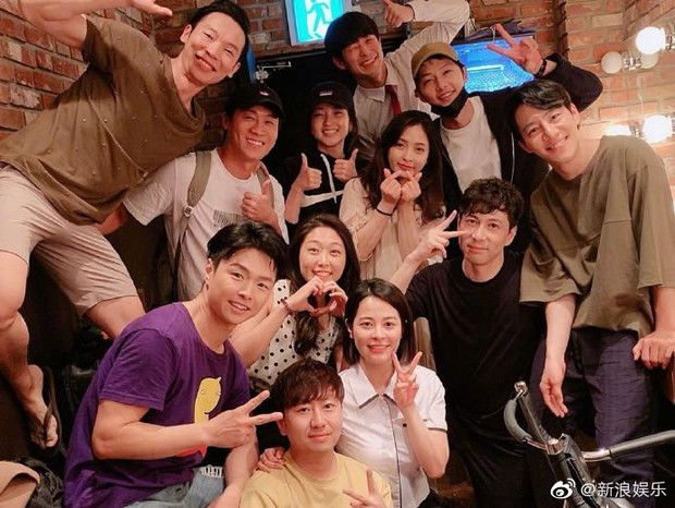 Sự thật về bức ảnh Song Joong Ki tươi tắn, lần đầu xuất hiện sau ly hôn với Song Hye Kyo  - Ảnh 2.