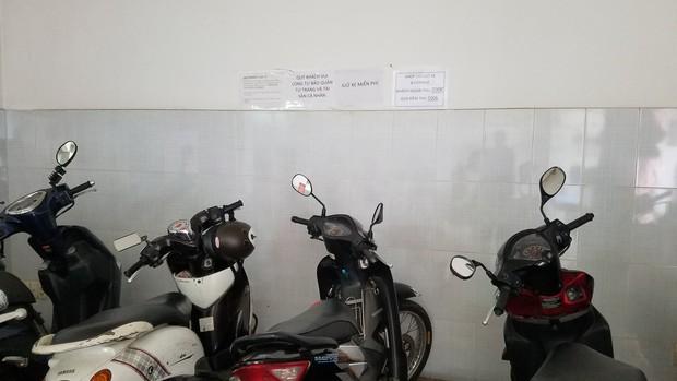 Shop đồ lưu niệm ở Sài Gòn thu phí gửi xe 200k vì khách không mua hàng: Nhân viên chứng kiến sự việc nói gì? - Ảnh 5.