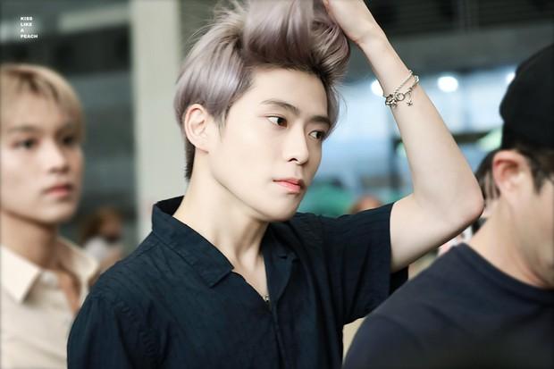 10 nam idol mặt đẹp đến mức được gọi là tượng tạc sống: Quá nhiều trai đẹp SM, nhưng mỹ nam BTS ấn tượng nhất - Ảnh 8.