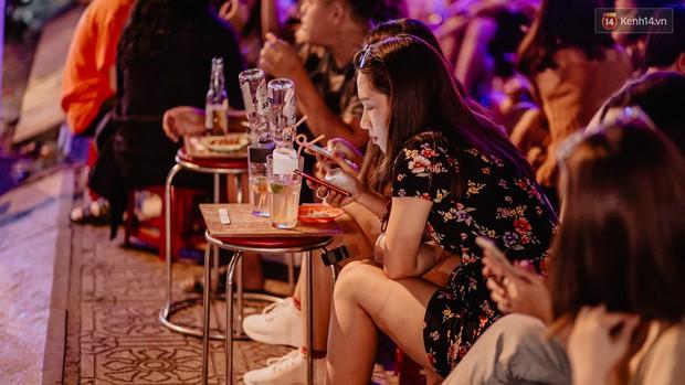 """Review quán bia úp ngược đầu tiên ở Sài Gòn: Giá rẻ, nước uống """"chất"""", ngày thường hay cuối tuần gì cũng đông như Bùi Viện - Ảnh 2."""