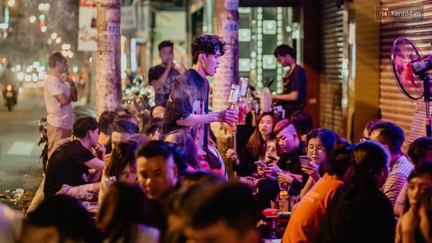 """Review quán bia úp ngược đầu tiên ở Sài Gòn: Giá rẻ, nước uống """"chất"""", ngày thường hay cuối tuần gì cũng đông như Bùi Viện - Ảnh 14."""