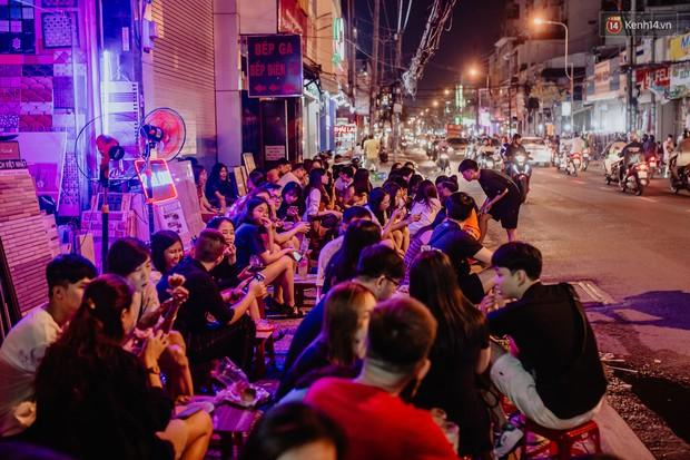 """Review quán bia úp ngược đầu tiên ở Sài Gòn: Giá rẻ, nước uống """"chất"""", ngày thường hay cuối tuần gì cũng đông như Bùi Viện - Ảnh 11."""