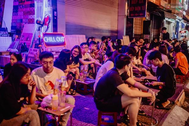 """Review quán bia úp ngược đầu tiên ở Sài Gòn: Giá rẻ, nước uống """"chất"""", ngày thường hay cuối tuần gì cũng đông như Bùi Viện - Ảnh 3."""