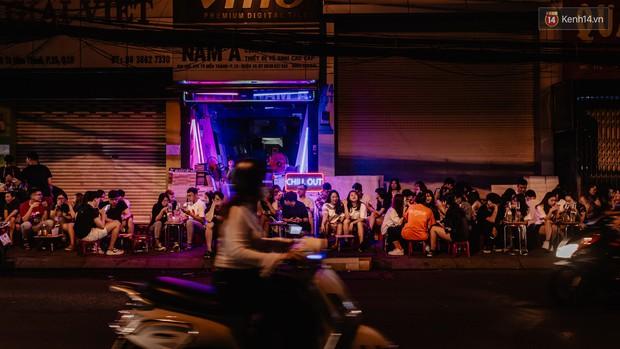 """Review quán bia úp ngược đầu tiên ở Sài Gòn: Giá rẻ, nước uống """"chất"""", ngày thường hay cuối tuần gì cũng đông như Bùi Viện - Ảnh 13."""