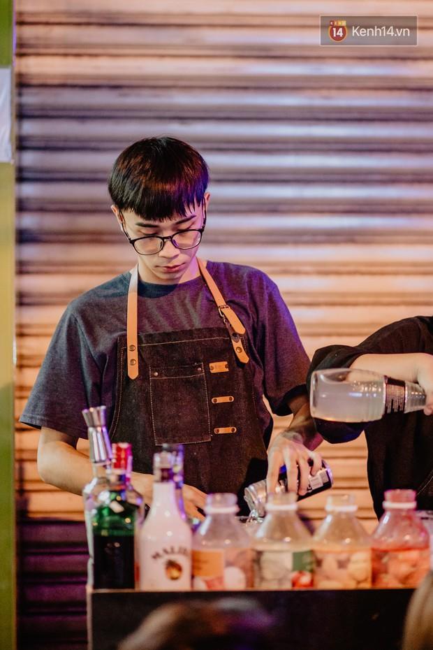 """Review quán bia úp ngược đầu tiên ở Sài Gòn: Giá rẻ, nước uống """"chất"""", ngày thường hay cuối tuần gì cũng đông như Bùi Viện - Ảnh 8."""