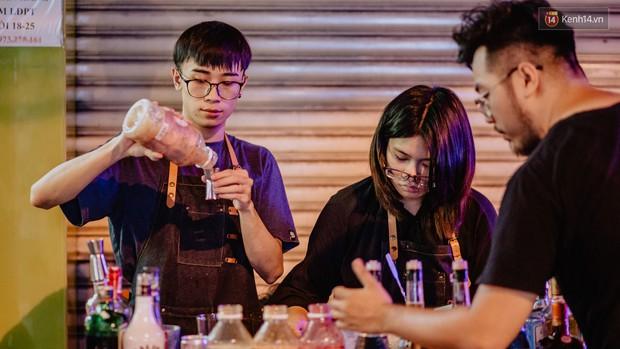 """Review quán bia úp ngược đầu tiên ở Sài Gòn: Giá rẻ, nước uống """"chất"""", ngày thường hay cuối tuần gì cũng đông như Bùi Viện - Ảnh 9."""