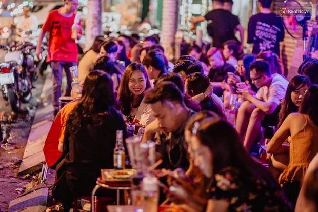 """Review quán bia úp ngược đầu tiên ở Sài Gòn: Giá rẻ, nước uống """"chất"""", ngày thường hay cuối tuần gì cũng đông như Bùi Viện - Ảnh 4."""