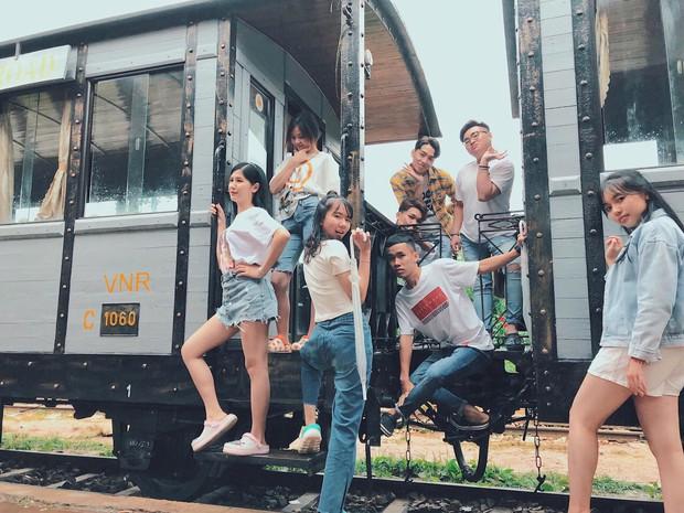 Trong lúc chờ điểm thi THPT Quốc gia thì làm gì: Hãy lên Đà Lạt và chụp bộ ảnh siêu chất như nhóm bạn này - Ảnh 13.