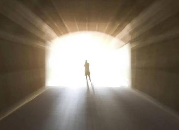 Nghiên cứu: Cứ 10 người lại có 1 người đã từng trải nghiệm cảm giác cận kề cái chết trong giấc mơ - Ảnh 2.