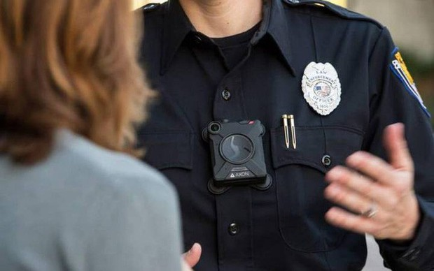 Mỹ: Dân tình phẫn nộ vì camera nhận diện khuôn mặt được cấp cho cảnh sát, chủ hãng lo quá phải rút luôn - Ảnh 1.