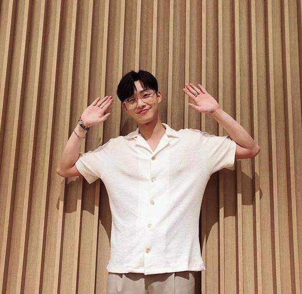 """""""Tổng tài"""" vạn người mê Park Seo Joon – không chỉ đẹp trai trên phim mà ảnh chụp vội khoe nhan sắc và body cũng là cực phẩm - Ảnh 9."""