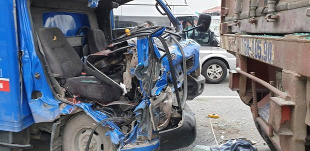 Hà Nội: Xe thư báo đâm vào đuôi xe container, một người tử vong - Ảnh 2.