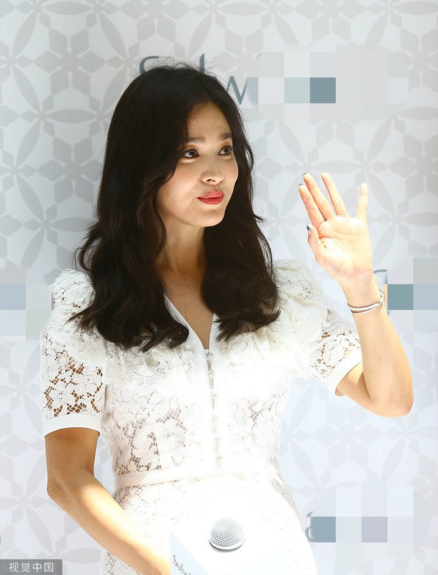 HOT: Song Hye Kyo lần đầu lộ diện sau vụ ly hôn ngàn tỷ, nhan sắc cực phẩm nhưng lại tiều tụy đến xót xa - Ảnh 12.