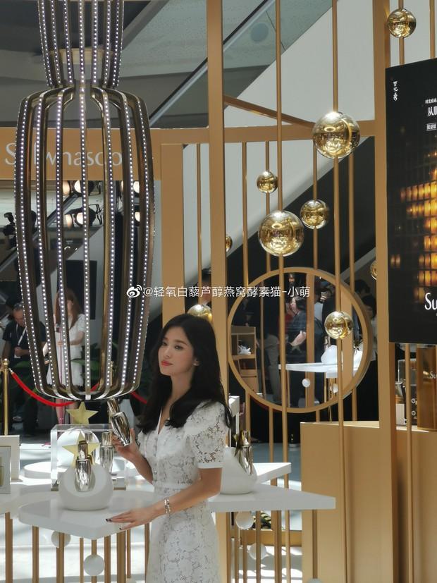 HOT: Song Hye Kyo lần đầu lộ diện sau vụ ly hôn ngàn tỷ, nhan sắc cực phẩm nhưng lại tiều tụy đến xót xa - Ảnh 7.