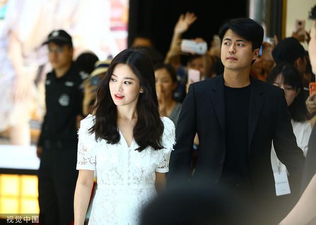 HOT: Song Hye Kyo lần đầu lộ diện sau vụ ly hôn ngàn tỷ, nhan sắc cực phẩm nhưng lại tiều tụy đến xót xa - Ảnh 13.