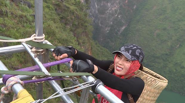 Cuộc đua kỳ thú: Các Hoa hậu tái mặt vì leo 60m thang dây, S.T - Bình An về đích đầu tiên! - Ảnh 13.