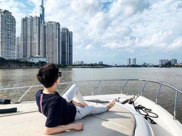 Phan Hoàng khoe du thuyền gia đình mới tậu, ngày càng quấn quýt với bạn gái Khánh Hà sau sóng gió chia tay - Ảnh 6.