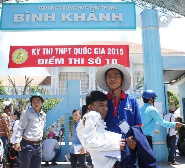 Con đường đến trường của chàng thủ khoa nặng 26kg: Chúng ta có quyền lựa chọn cách đối phó với biến cố đời mình - Ảnh 4.