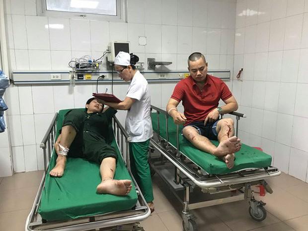 Xe khách tông xe container 15 người thương vong: Sau tiếng rầm thấy la liệt người bị thương - Ảnh 2.