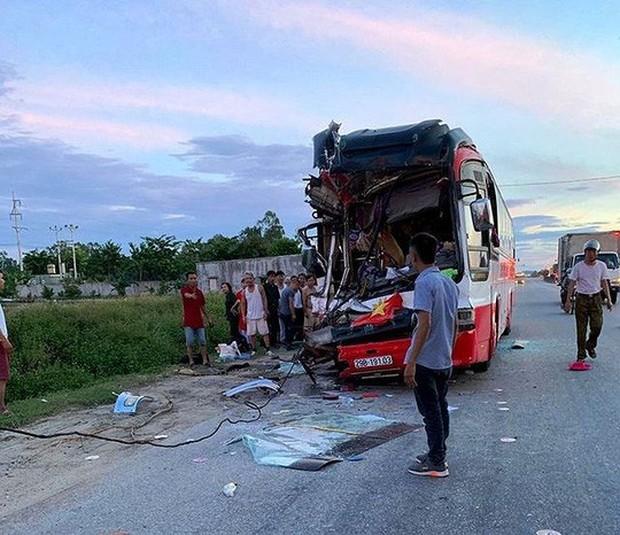 Xe khách tông xe container 15 người thương vong: Sau tiếng rầm thấy la liệt người bị thương - Ảnh 4.