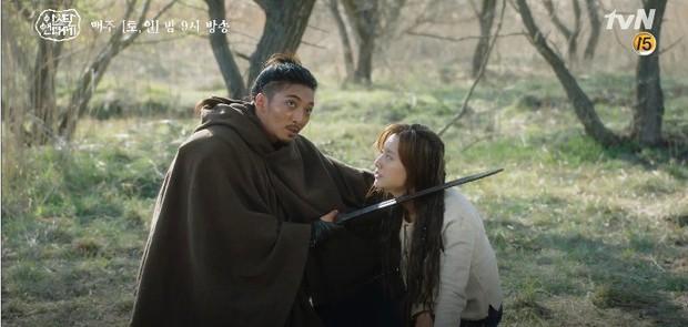 Tình cha con tương tàn: Song Joong Ki và Jang Dong Gun đối đầu siêu gắt trong Arthdal Niên Sử Kí tập 11 - Ảnh 16.