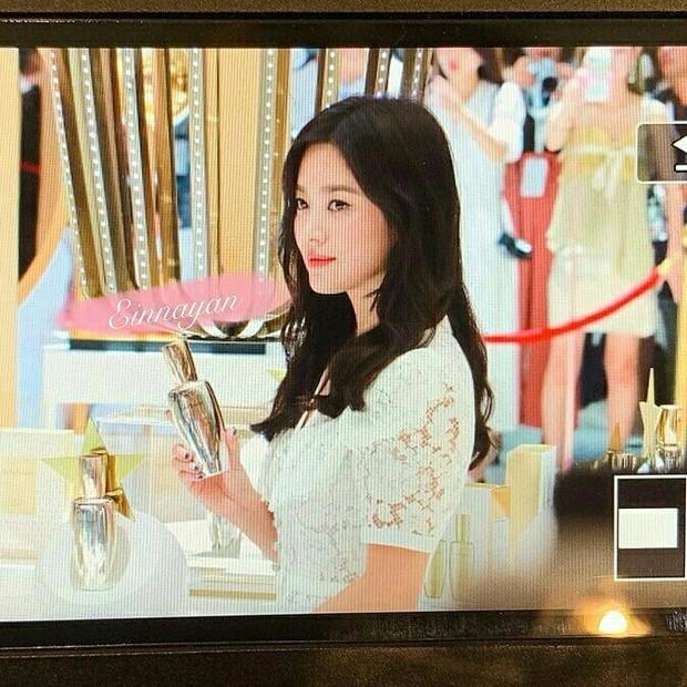 Loạt ảnh chụp vội của Song Hye Kyo gây sốt giữa bão ly hôn: Đúng là nhan sắc, thần thái bất chấp tất cả! - Ảnh 6.