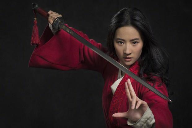 Netizen Trung lẫn Việt  đua nhau nổi da gà khi thấy Lưu Diệc Phi trong Mulan: Có hi vọng sau cú vả Ariel rồi! - Ảnh 2.