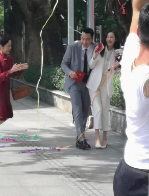 Dù đã ly hôn nhưng Lưu Khải Uy vẫn bị réo tên chồng cũ của Dương Mịch giữa chốn đông người - Ảnh 2.