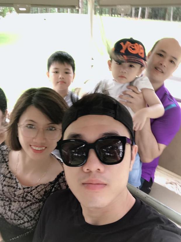 Xuân Trường đeo kính đen cool ngầu đi nghỉ mát cùng gia đình - Ảnh 7.