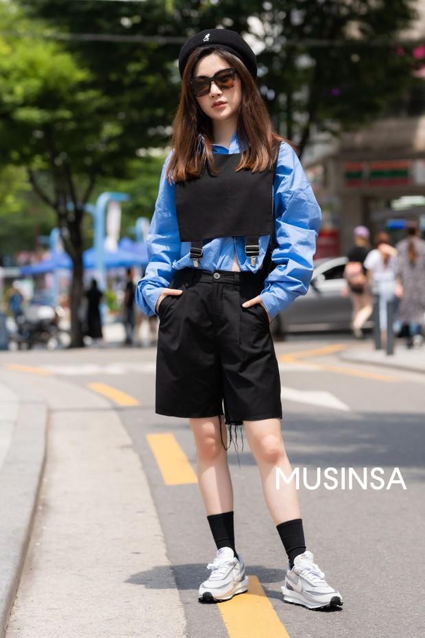Street style giới trẻ Hàn chứng minh chân lý: mùa hè cứ lên đồ đơn giản, mát mẻ là số dzách - Ảnh 8.